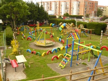 Algunas referencias de parques infantiles de madera - Como hacer un parque infantil ...